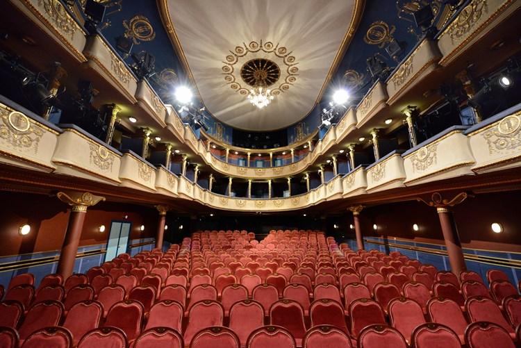 New Theatre/Újszínház